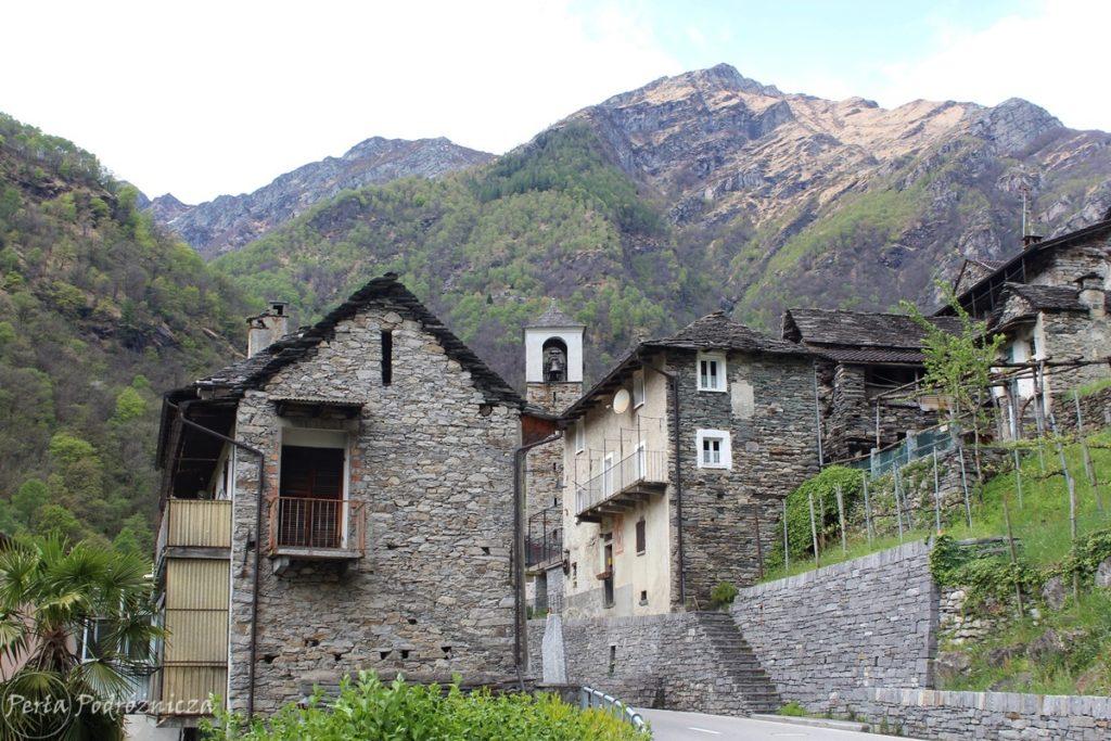 Tradycyjne domki w dolinie Verzasca, z kamienia i kamiennego łupka