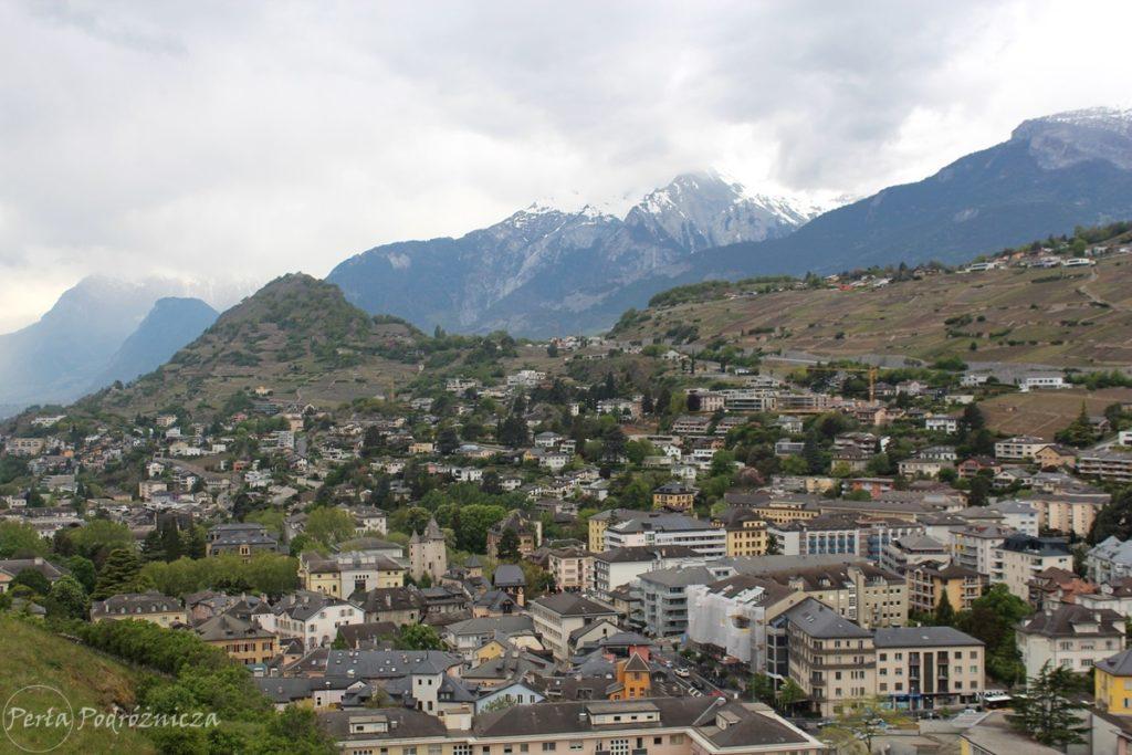 Widok na miasto Sion ze wzgórza zamkowego
